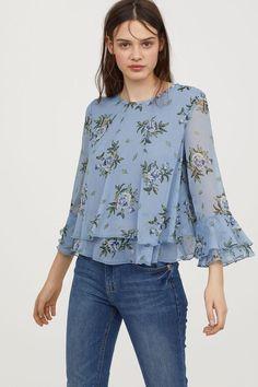 Chiffon blouse with flounces - pigeon blue/floral - ladies Cheap Fashion, Look Fashion, Fashion Outfits, Floral Blouse Outfit, Blue Blouse, Bluse Outfit, Mode Hijab, Stylish Dresses, Pulls