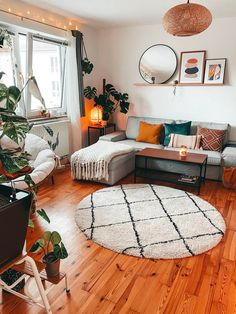 Boho Living Room, Cozy Living Rooms, Home And Living, Living Room Apartment, Small Cozy Apartment, First Apartment Decorating, Couples First Apartment, Apartment Ideas College, Apartment Goals