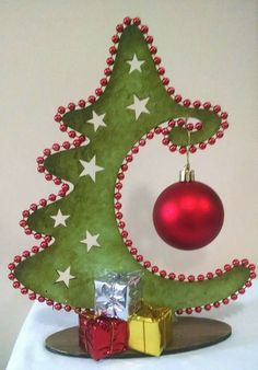 Placa de Porta Caixa para panetone Noel para batente de porta Janelinha natalina - Her Crochet Christmas Makes, Christmas Bells, Diy Christmas Ornaments, Felt Christmas, Christmas Tree Decorations, Wooden Christmas Crafts, Christmas Sewing, Xmas Crafts, Christmas Projects