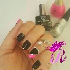هذه #أظافر اليوم  Black and Side Pink Nails using Golden Rose-Rich Color #35, Golden Rose-Paris #91 and Golden Rose-Nail Art #144