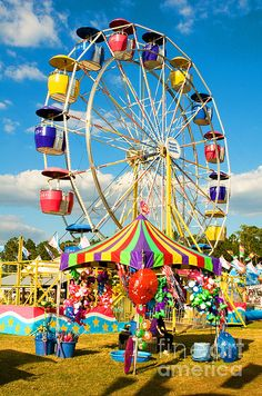 County Fair Photograph - County Fair, Florida by Millard H. Fair Rides, Carrousel, Amusement Park Rides, Carnival Rides, Fun Fair, Roller Coaster, Bunt, Summertime, Scenery