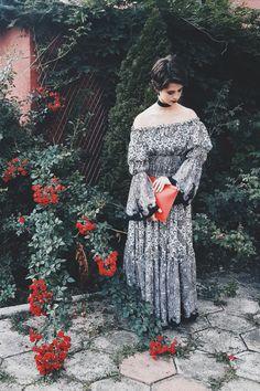 #blog #blogger #fashionblog #fashionblogger #potd #ootd #roses #smile #garden #red #zara #love #lovely #hintsofindigo