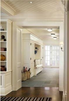 korridor interior ideen eingebaute bank dekokissen rattan körbe