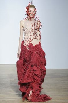 Yiqing Yin Fall Couture 2013 - Slideshow - Runway, Fashion Week, Reviews and Slideshows - http://WWD.com