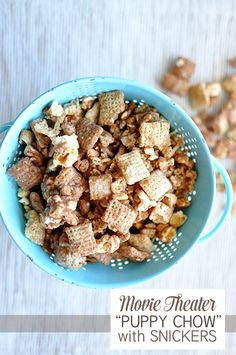 Soooo delicious & easy to make- Movie Theater Puppy Chow with Snickers. Includes cute printable too.  www.thirtyhandmadedays.com
