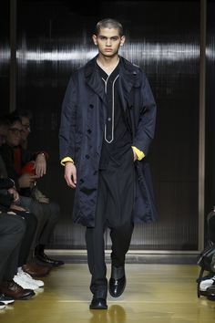 See the complete Boss Fall 2018 Menswear collection.