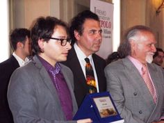 Massimo Paracchini durante la premiazione con Francesco Saverio Russo e Josè Van Roy Dalì figlio di Salvador Dalì