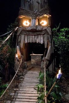 31 Awesome Halloween Backyard Party Decorations Ideas - Real Time - Diet, Exercise, Fitness, Finance You for Healthy articles ideas Backyard Party Decorations, Diy Halloween Decorations, Into The Wild, Tiki Art, Tiki Tiki, Tiki Bar Decor, Tiki Totem, Tiki Lounge, Outdoor Halloween