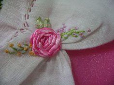 Artesanato Graça: Vestido infantil bordado em rococó com rosas raiada
