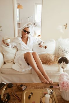 Relaxing while being trendy! Lifestyle Photography, Photography Poses, Spa Branding, Towel Girl, Beauty Shoot, Photoshoot Inspiration, Spa Day, World Of Fashion, Penelope Cruz