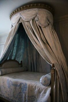 French bed crown