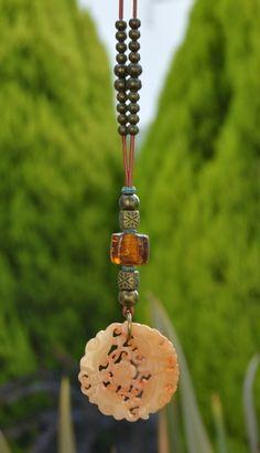 Colgante amuleto zen miel de Doce Cuentas por DaWanda.com
