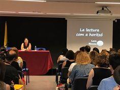 """Conferència inaugural """"La lectura com horitzó"""" amb Lara Meana de la Libreria del Bosque de Maga Colibrí (Gijón) #JDL17 #Esparreguera #quèfemalesbiblios  Wrestling, Sports, Lucha Libre, Hs Sports, Sport"""