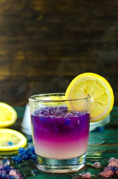 Color Changing Purple and Pink Lemonade Slushies & Popsicles - These kid friendly treats are as magical as they are delicious! You kids will absolutely LOVE these! Have fun with your food while you cool down this summer with these beautiful naturally colored, homemade, color changing lemonade slushies!