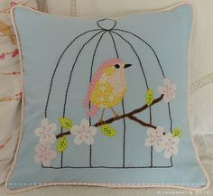 pillow with bird cage Sewing Pillows, Diy Pillows, Handmade Pillows, Decorative Pillows, Sewing Crafts, Sewing Projects, Felt Pillow, Bird Pillow, Cute Cushions