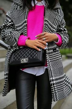 POP of color-lug blk and hot pink Chanel bag,dark jeans- Pink Sweater Outfit, Hot Pink Sweater, Looks Street Style, Looks Style, My Style, Style Blog, Look Fashion, Fashion Outfits, Womens Fashion