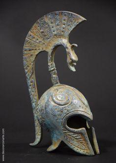 Yelmo griego en bronce. Modelo 629. Altura: 18 cm