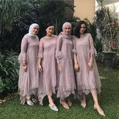 Image may contain: one or more people, people standing and outdoor Kebaya Muslim, Kebaya Modern Hijab, Dress Brokat Modern, Kebaya Hijab, Kebaya Dress, Dress Pesta, Muslim Dress, Model Kebaya Brokat Modern, Dress Brokat Muslim
