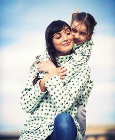 A juego mama e hija