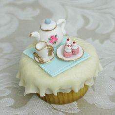 Tiny Tea Party Cupcake Toppers from the Craftsy Cake Decorating Blog