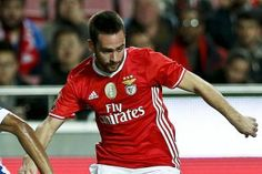 Benfica vs Vizela • Benfica's Zivkovic (R) in action against Vizela's Elizio (L) during their Portuguese Cup League soccer match held at Luz Stadium, in Lisbon, Portugal, 03rd January 2017. TIAGO PETINGA/LUSA • TIAGO PETINGA/LUSA