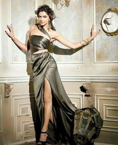Latest photoshoot of the reigning queen of bollywood Deepika Padukone for Vogue Magazine for September She looks stunning. Deepika Padukone Latest, Deepika Ranveer, Deepika Padukone Style, Deepika Singh, Indian Celebrities, Bollywood Celebrities, Bollywood Fashion, Bollywood Actors, Beautiful Bollywood Actress