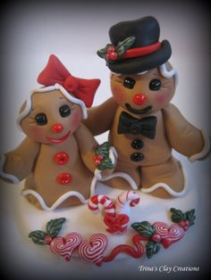 Polymer Clay Gingerbread Man & Woman cake topper by @Trina Prenzi - Stunningly cute!