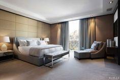 schlafzimmer inrichtung beige creme wand polsterung