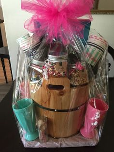 Ice cream sundae in a box Christmas gift box Theme Baskets, Themed Gift Baskets, Diy Gift Baskets, Beach Gift Basket, Basket Gift, Fundraiser Baskets, Raffle Baskets, Diy Christmas Baskets, Christmas Gift For You