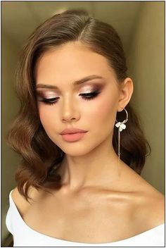 make-up 2019 Trends . Bruiloft make-up 2019 Trends . Bruiloft make-up 2019 Trends . Best Wedding Makeup, Natural Wedding Makeup, Wedding Makeup Looks, Wedding Beauty, Natural Makeup, Make Up Looks Wedding, Vintage Wedding Makeup, Dramatic Wedding Makeup, Wedding Makeup For Brown Eyes