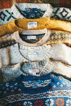 Und wie sie diese Wollpullis liebte. Sie besaß sicherlich zwanzig Stück in den verschiedensten Ausführungen und Farben.