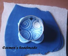 Carmen's handmade: Tutorial Filigree Pendant using extruder and filled with paint. Basic Skills. (Translate)  #Polymer #Clay #Tutorials