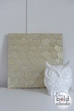 Learn how to make this Glitter Dot Wall Art, a quick and easy craft from theboldabode.com.