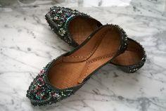 Desejos de Dubai ... vem saber mais no blog: http://theaccessorista.com.br/2015/04/20/os-slippers-que-voce-pode-comprar-em-dubai/