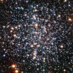 Hubble Captures Blazing Heart of Huge Star Cluster