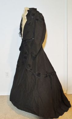 Victorian Bengaline 2pc Dress w Applique / Chenille Embroidery / Train MED #Fuechsl #Victorian