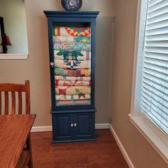 Furniture Makeover, Furniture Decor, Painted Furniture, Quilt Storage, Quilt Racks, Quilt Display, Refurbished Bookcase, Quilting Room, Cabinet Making