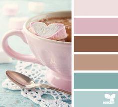 roze,bruin,cappuccino, pastel turkoois,ijsblauw mooie kleurcombinatie. grijs erbij gaat prima