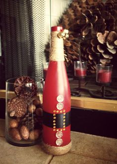 Rustic Santa Wine Bottle- would be soooo easy to duplicate so it could be a DIY craft :)