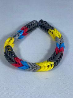 Rainbow Loom Bracelets Easy, Rainbow Loom Fishtail, Fishtail Bracelet, Bug Type, Rainbow Loom Creations, Loom Bands, Bracelet Sizes, Friendship Bracelets, Pokemon