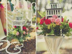 """Красивая инсталляция с фонариками, наполненными яркими и ароматными цветами. Салон цветов : """"Эдель""""."""
