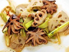 Oktopussalat mit Lotuswurzel und Stangensellerie ist ein Rezept mit frischen Zutaten aus der Kategorie Sprossgemüse. Probieren Sie dieses und weitere Rezepte von EAT SMARTER!