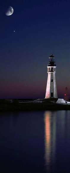 Lake Erie - Buffalo #Lighthouse - #NY    http://dennisharper.lnf.com/