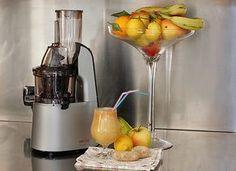 BEVANDA+DEPURATIVA+MELA+PERA+LIMONE+E+ZENZERO Juice Smoothie, Smoothies, Cocktail Juice, Beautiful Fruits, Juice Plus, Frappe, Detox Drinks, Milkshake, Raw Food Recipes