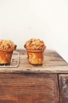 banana muffins, love the photo