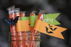 We Heart Parties | Halloween FREE Printables (straw flags, food cards, treat toppers and more)