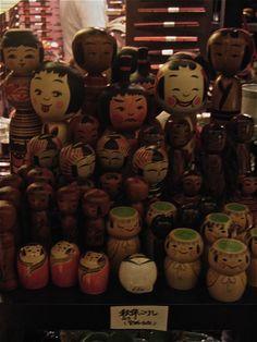 Wooden dolls, Tokyo Midtown, Roppongi. (Photo©Clive Collins)
