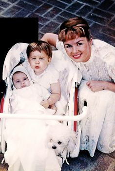 Debbie Reynolds with children Todd and Carrie Fisher (ca. 1958).