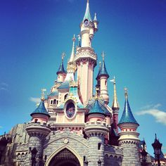 Space Mountain, Dream Land, Disneyland Paris, Disney Parks, Barcelona Cathedral, Places To Go