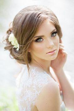 30 Dreamy Boho Wedding Makeup Looks Boho Wedding Makeup, Wavy Wedding Hair, Wedding Makeup Looks, Wedding Hairstyles For Long Hair, Wedding Updo, Bride Hairstyles, Outdoor Wedding Hair, Romantic Makeup, Wedding Dinner